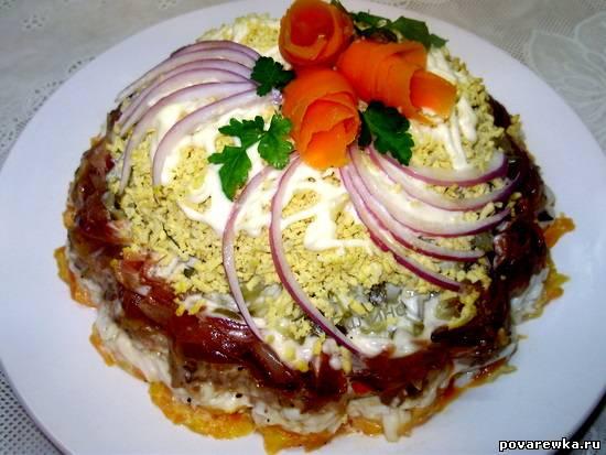 Салат слоеный печенкин с