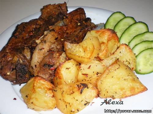 Запеченные свиные ребрышки с картошкой рецепт 55